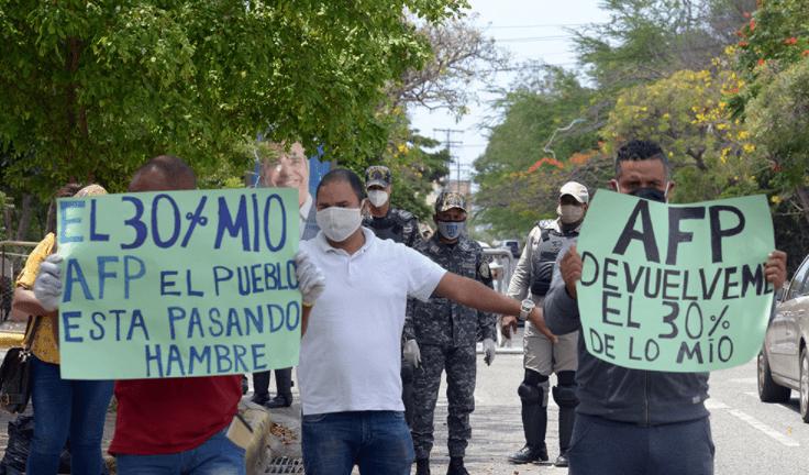 apedrean congreso nacional por el 30 de las afp en republica dominicana