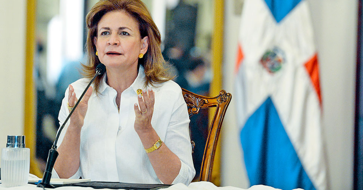 Raquel Peña anuncia llegaran mañana más vacunas donadas por la india.