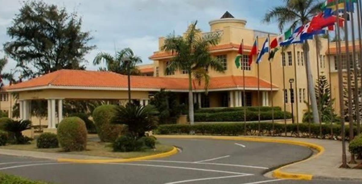 Presidente Luis Abinader desvincula a 181 funcionarios de la Cancillería